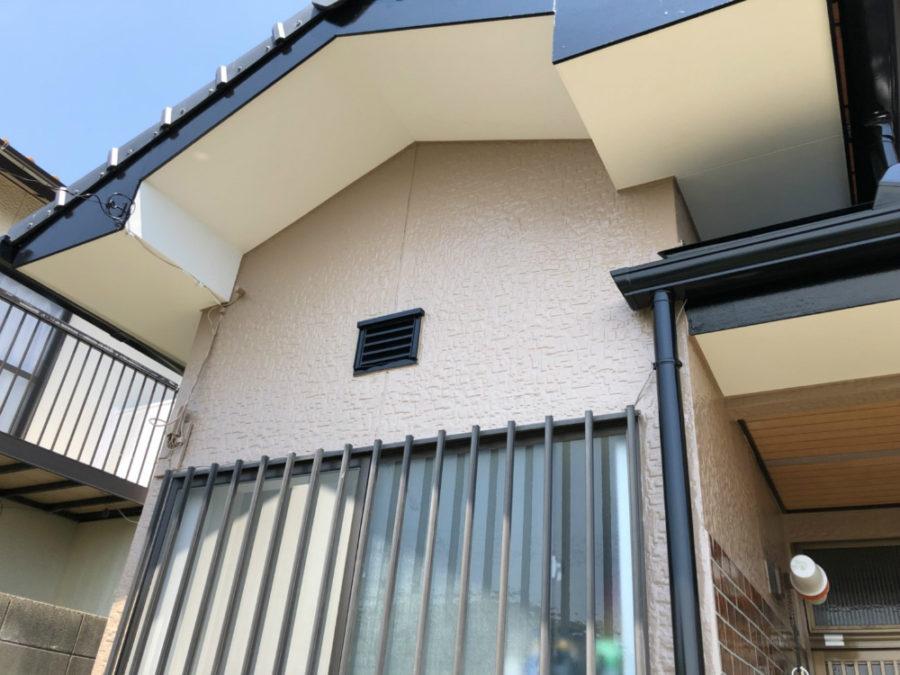 三重県の外壁塗装工事の外壁と軒天の塗装後の写真