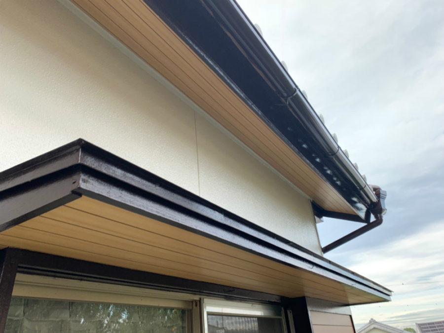 愛知県の外壁塗装工事の庇の塗装後