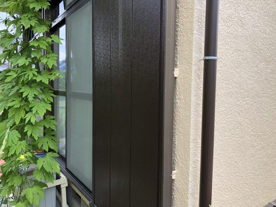 愛知県の外壁塗装工事の雨戸の塗装後の写真