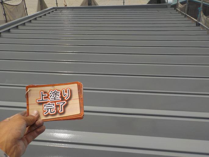 愛知県の屋根塗装工事の上塗り